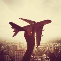 Cette image montre un avion qui vole vers le CES 2019 !